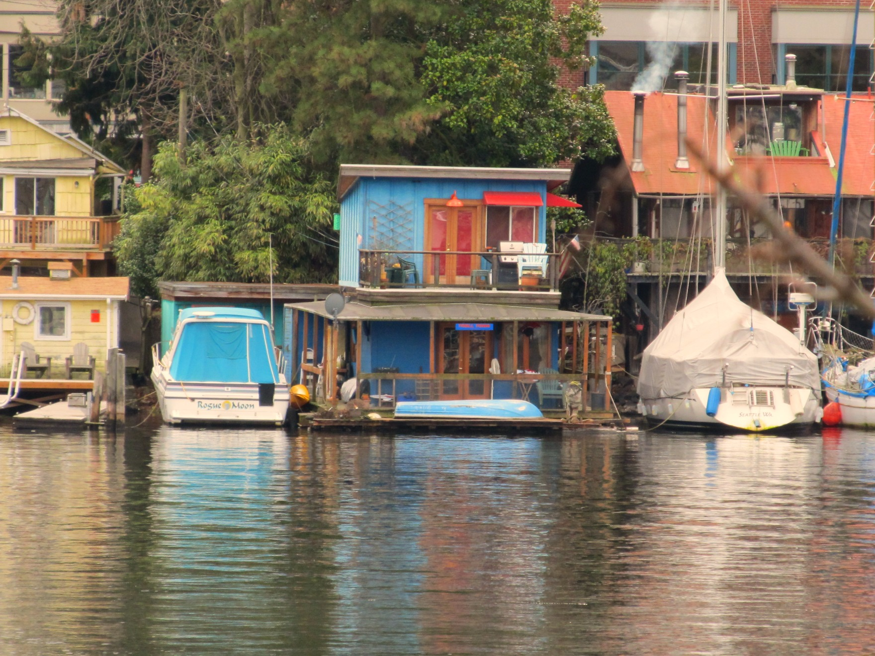 Own fee simple seattle houseboat or boat dock on lake union seattle afloat seattle - Floating house seattle ...