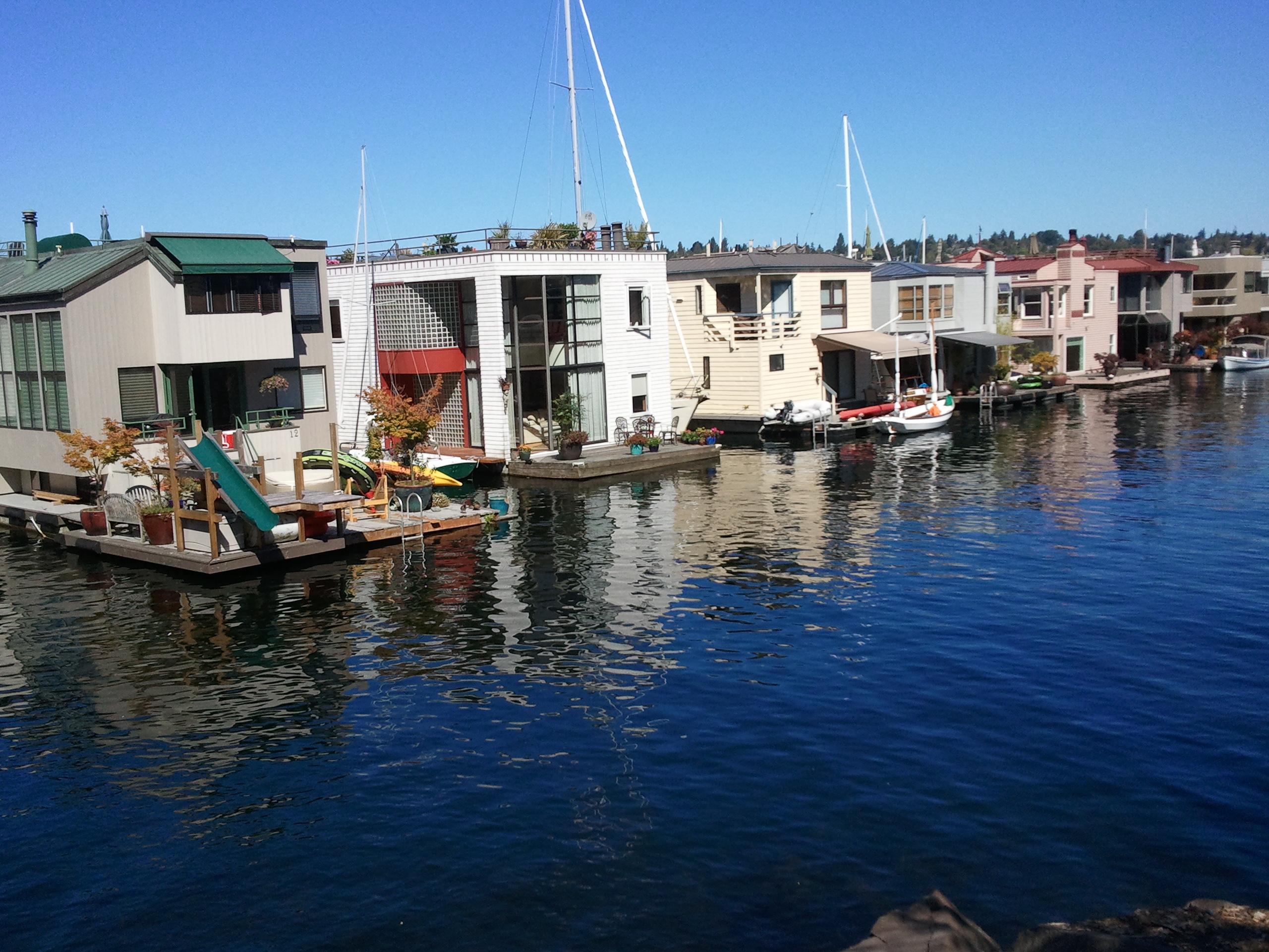 Roanoke reef floating homes seattle afloat seattle houseboats floating homes - Floating house seattle ...