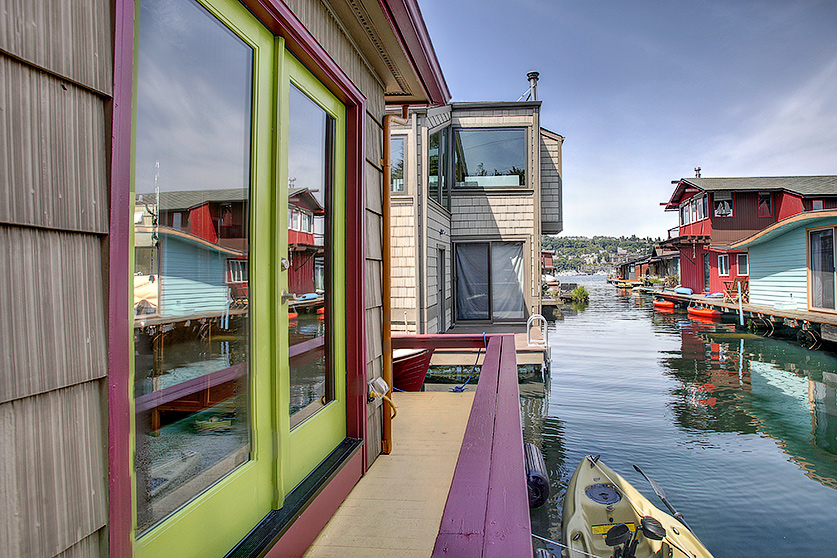 colorful Seattle houseboats