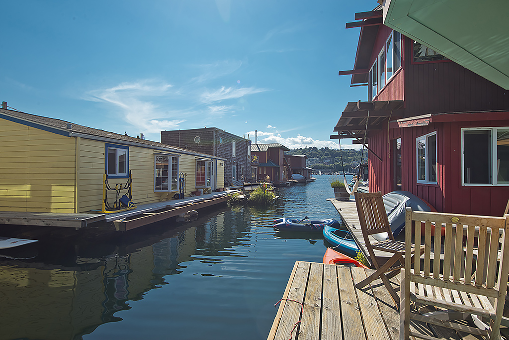Seattle houseboats with views of Lake Union