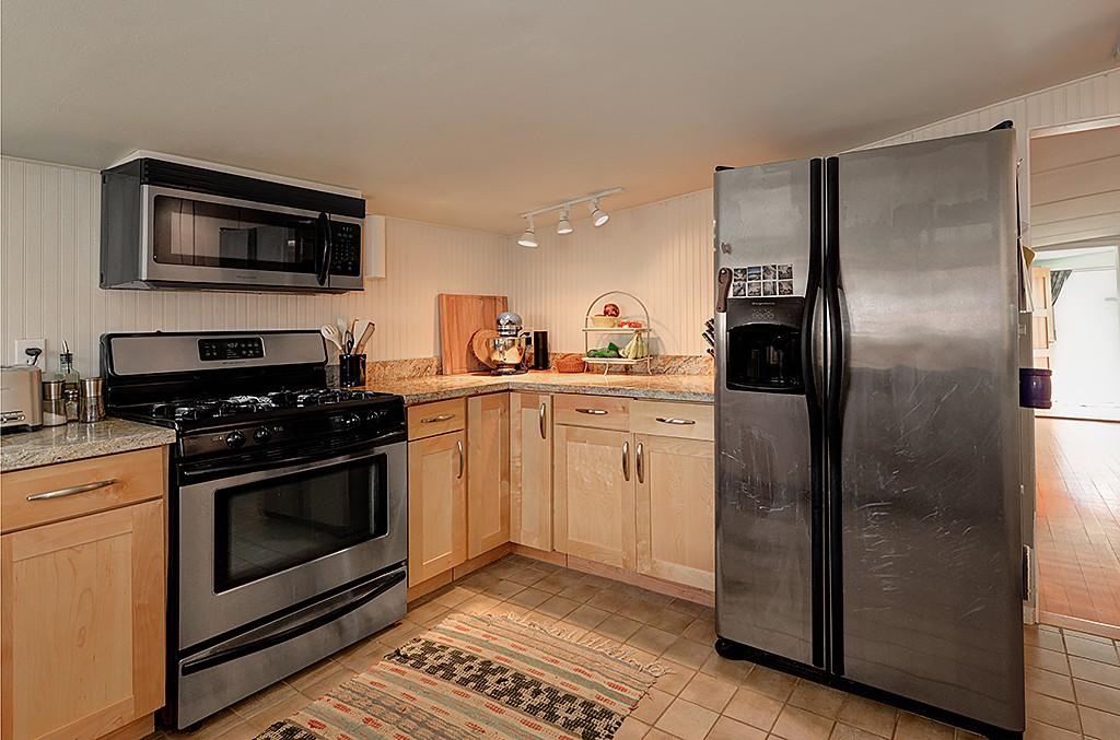 Seattle houseboats kitchen